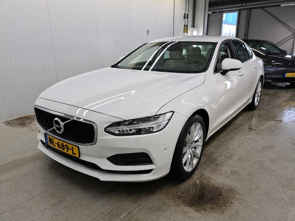 VOLVO S90 2.0 D4 140KW MOMENTUM GEARTRONIC